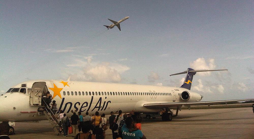 Twee toestellen Insel Air aan de grond