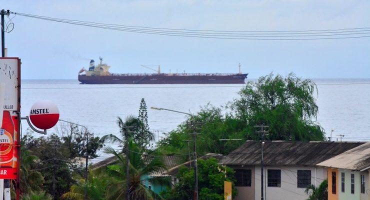 Vuile olietankers voor kust Curaçao