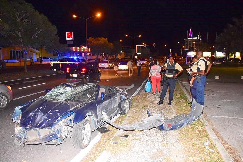 Chauffeur ongedeerd na waanzinnige klap