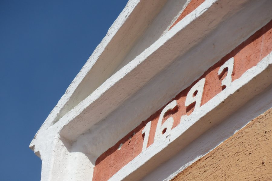 de gevel van het Postmuseum van Curaçao