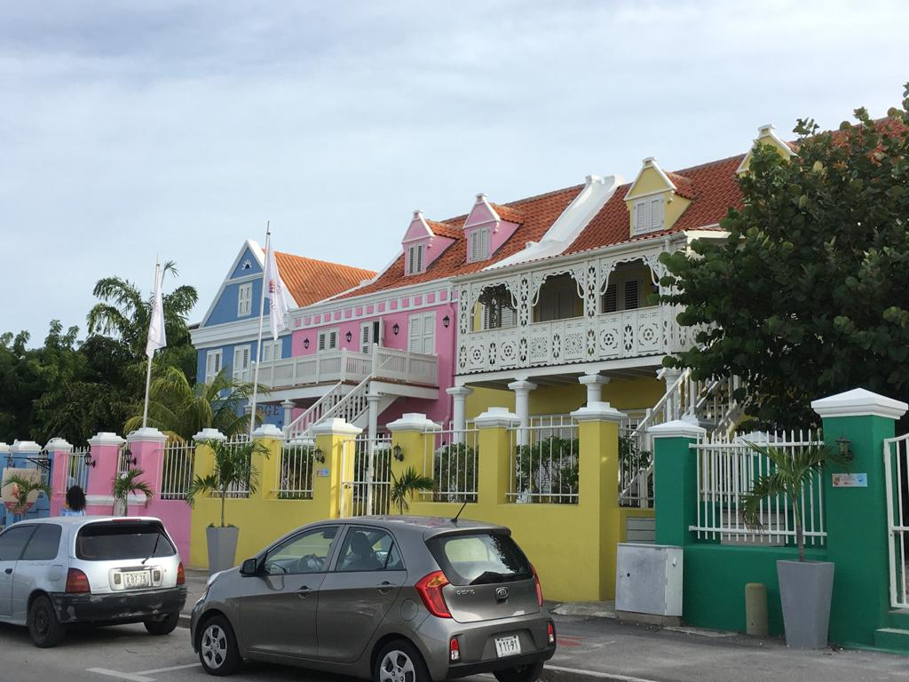 Gekleurde gebouwen in Pietermaai op Curacao