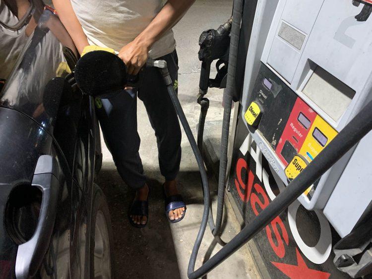 Benzine goedkoper, diesel omhoog