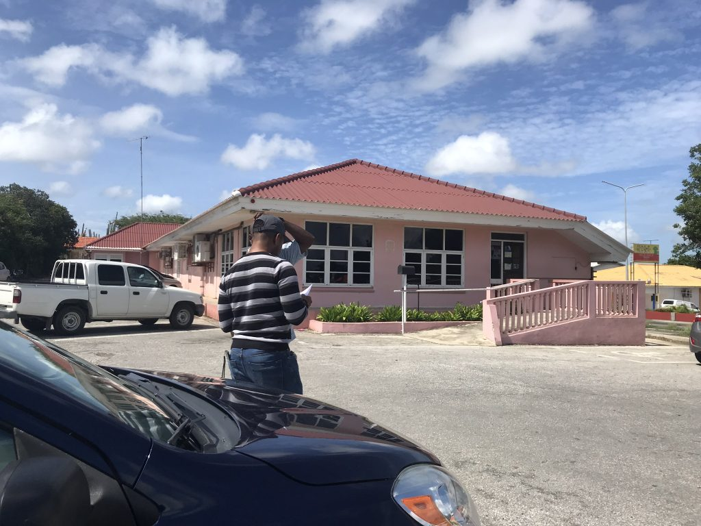 Rijinstructeurs zijn problemen examenbureau zat  | Curacao.nu