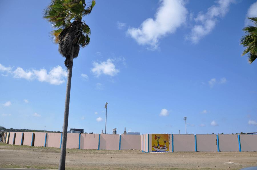 Buitenmuur Rif Stadion heeft nieuw kleurtje