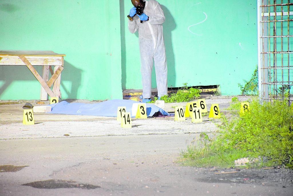 Dubbele moord bij buurthuis van Ser'i Papaya | Foto Extra
