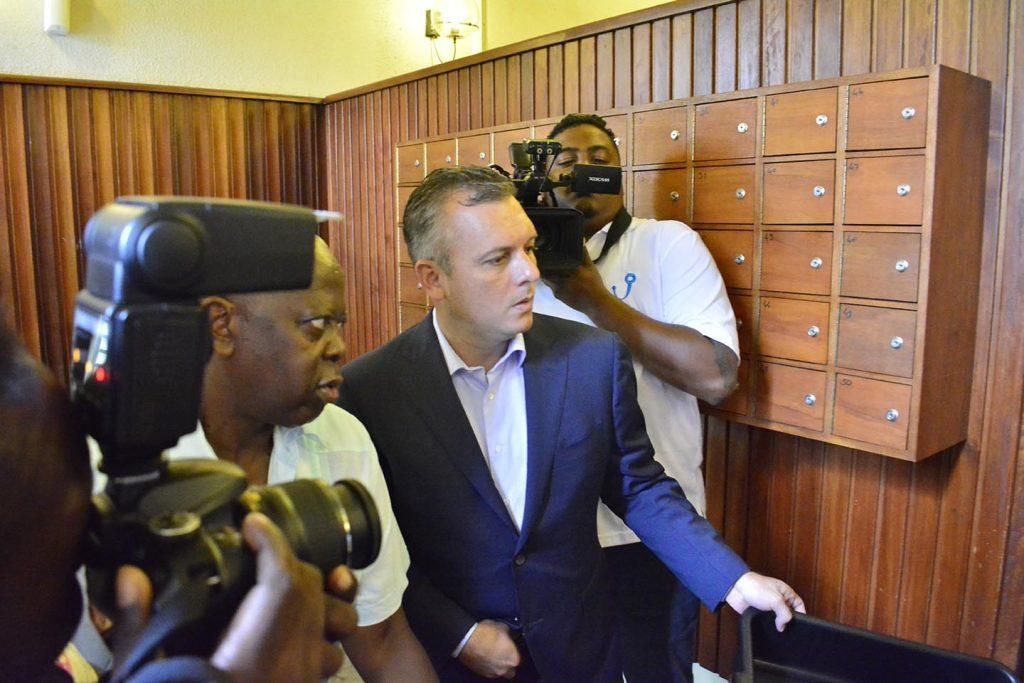 Oud-premier Curaçao Gerrit Schotte moet 2 miljoen betalen