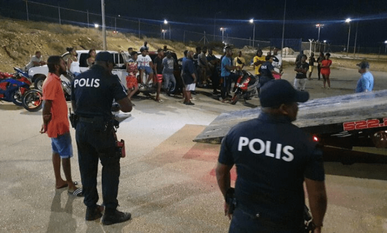 Politie grijpt bij feveren om samenscholingsverbod