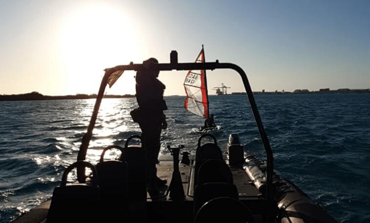 Kustwacht redt bestuurder zeilboot op zee