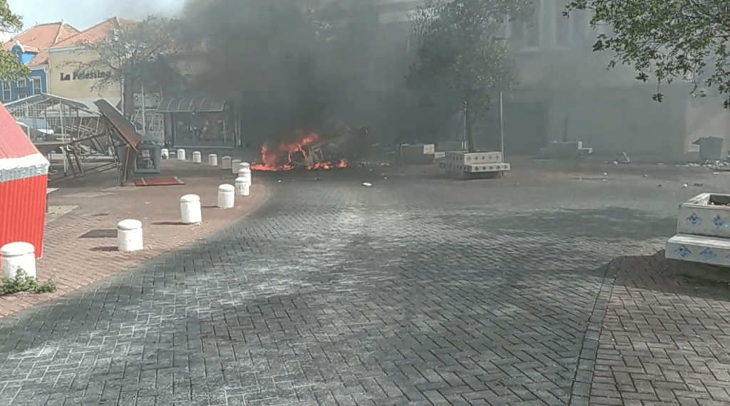 Plunderingen in Willemstad, uitgaansverbod tot vrijdagochtend