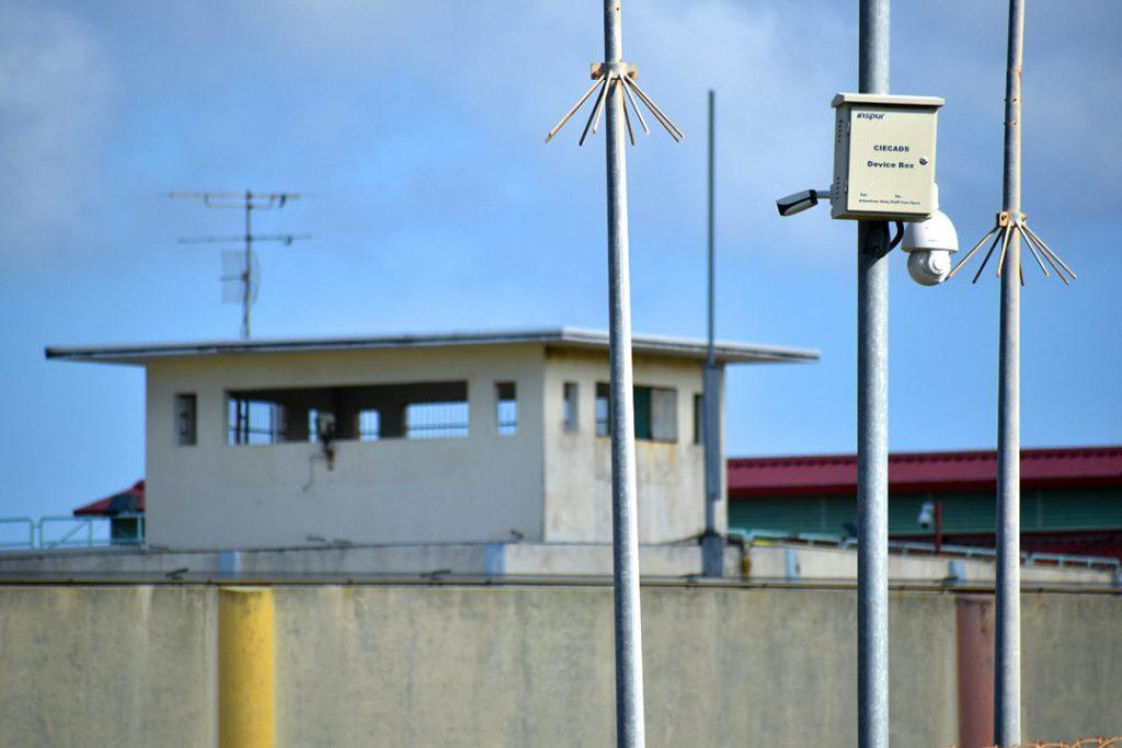 Bewaking gevangenis Curaçao schiet op drones