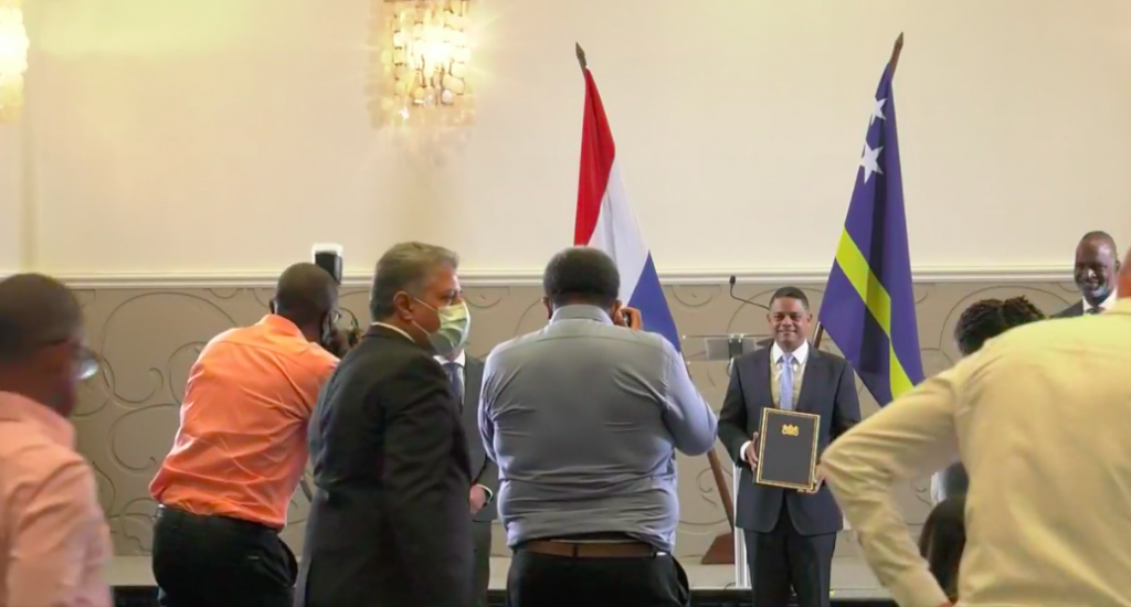 Curaçao en Nederland tekenen voor akkoord