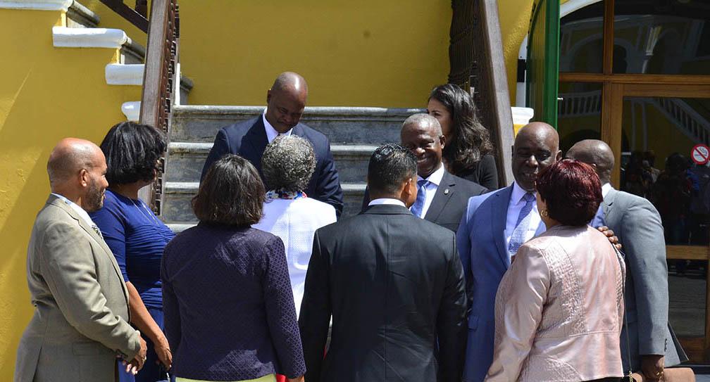 Op Curaçao help je je politieke vriendjes met geld uit de subsidiepot