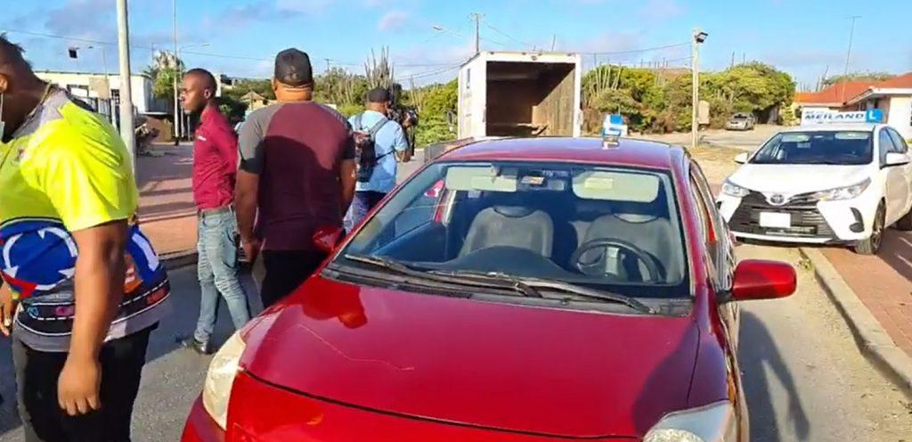 Rij-instructeurs op Curaçao hebben schoon genoeg van de overheid