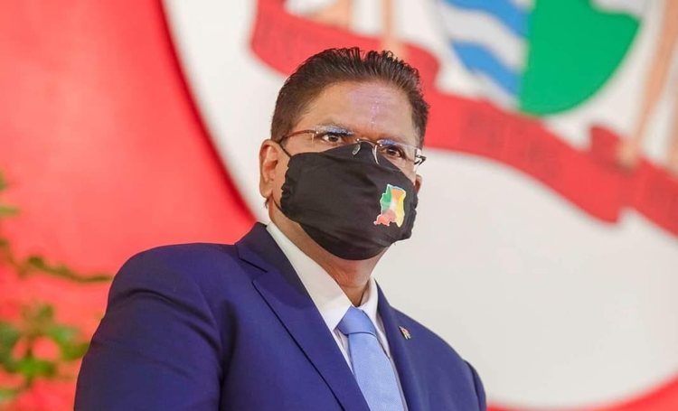 Surinaamse president Chan Santokhi wil dat Rutte en Willem-Alexander langskomen