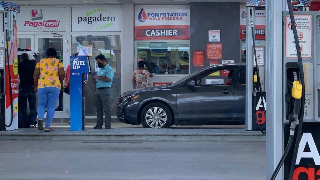 Benzine Curaçao omlaag, diesel omhoog