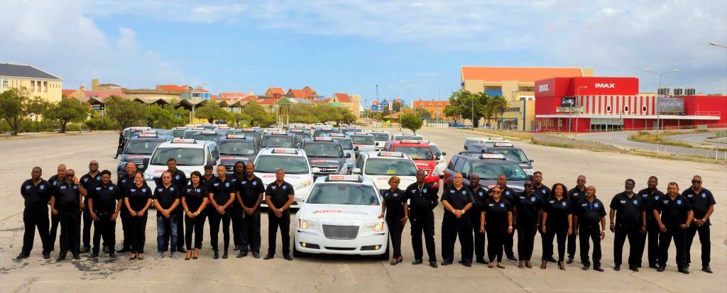 24-7 Taxi Curaçao introduceert nieuwe uniformen
